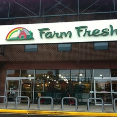 Photo taken at Farm Fresh by Alexis B. on 9/17/2011