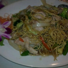 Photo taken at Paya Thai Restaurant by Leslie F. on 2/25/2012