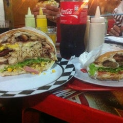 Photo taken at Betts Burger by Íris K. on 1/22/2012