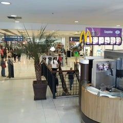 Photo taken at Shopping Metrô Santa Cruz by Rosália Guimarães S. on 6/24/2012