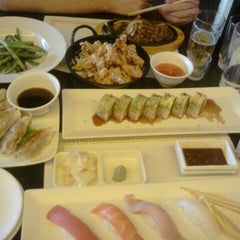 Photo taken at Crazy Rock'N Sushi by Mae O. on 12/31/2011