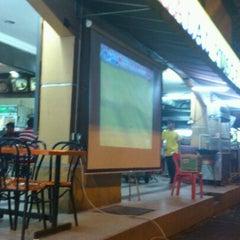 Photo taken at Restoran Jalal Yusof by Chin Choy 蔡. on 4/1/2012