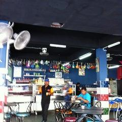 Photo taken at Restoran D'warna warni by FAB B. on 1/4/2012