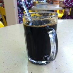 Photo taken at Yishun 761 U来 Coffee Shop by Derek L. on 6/19/2012