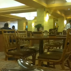 Photo taken at Vips by לוי ל. on 4/22/2012