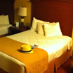 Photo taken at Rosen Inn at Pointe Orlando by Gunter V. on 9/9/2012