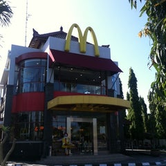 Photo taken at McDonald's by Parta O. on 6/1/2012