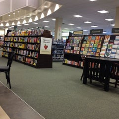 Photo taken at Barnes & Noble by Fabio G. on 6/17/2012