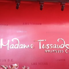 Photo taken at Madame Tussauds Hollywood by Ergun C. on 8/7/2012