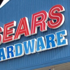 Photo taken at Sears Appliance and Hardware Store - Closed by Arlen B. on 8/20/2012