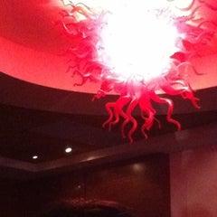 Photo taken at Robert Irvine's eat! by Sammy Realon on 8/7/2012