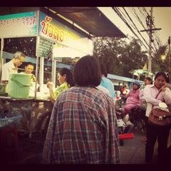 Photo taken at บัวลอย เบญจรงค์ by So-Da Z. on 2/9/2012