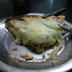 Photo taken at Pizzas El Vecino by Alejandro P. on 2/16/2012