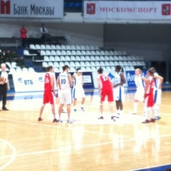 Das Foto wurde bei Дворец спорта «Динамо» von наталья р. am 4/13/2012 aufgenommen