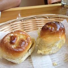 Photo taken at La Tinajita Pizzeria by Carlos C. on 8/12/2012
