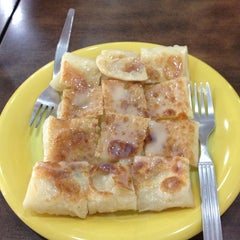 Photo taken at Mabuba Halal Food by Burinjang on 6/4/2012