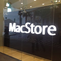 Photo taken at MacStore by Abraham on 6/23/2012