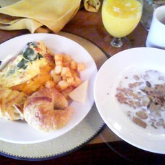 Photo taken at Barron's - Sheraton Gunter Hotel by Leinne R. on 7/2/2012