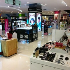 Photo taken at Robinson (โรบินสัน) by Anusit S. on 6/12/2012