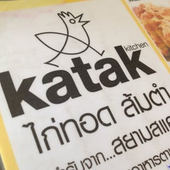 Photo taken at Katak Kitchen (ไก่ทอด ส้มตำ) by Ludy Z. on 4/20/2012