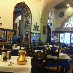 Foto tomada en Café de Tacuba por Fabian R. el 4/27/2012