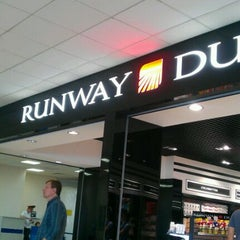 Photo taken at Runway Duty Free by Юрий С. on 5/31/2012