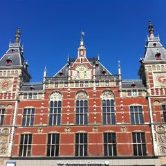Photo taken at Station Amsterdam Centraal by Sirleny G. on 4/22/2012