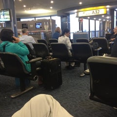 Photo taken at Air Canada Ticket Counter by Helen Do (. on 9/4/2012