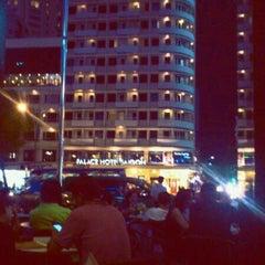 Photo taken at Cafe Central Nguyen Hue by Kien .. on 2/4/2012