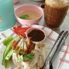 Photo taken at เจ้าพระยาโภชนา2 by Oilly C. on 4/4/2012
