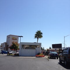 Photo taken at In-N-Out Burger by Christina on 9/7/2012