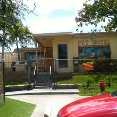 Photo taken at Pompano Pet Lodge by ☀Día☀ on 3/3/2012
