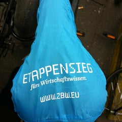 Das Foto wurde bei ZBW - Leibniz-Informationszentrum Wirtschaft Hamburg von Kixka N. am 3/12/2012 aufgenommen