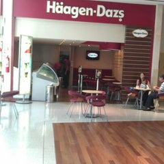 Photo taken at Häagen-Dazs by Heitor D. on 5/5/2012