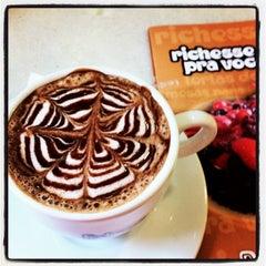 Photo taken at Richesse Confeitaria by Gilvane F. on 7/7/2012