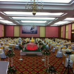 Photo taken at Golden City Hotel Ratchaburi by Sirapob M. on 6/16/2012