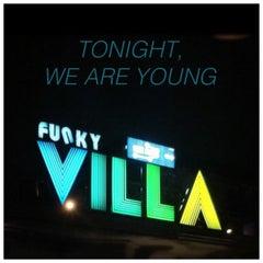 Photo taken at Funky Villa (ฟังกี้ วิลล่า) by UP N. on 6/1/2012