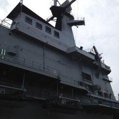 Photo taken at เรือหลวงจักรีนฤเบศร (HTMS Chakri Naruebet) by chassY®honeY s. on 6/3/2012
