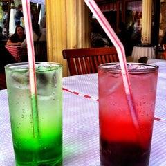 Photo taken at Itália Cantina e Ristorante by Renata L. on 4/22/2012