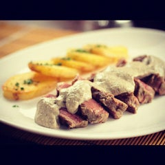 Photo taken at La Piadina Cucina Italiana by Gustavo Veiga N. on 3/22/2012