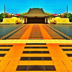Photo taken at Taman Makam Pahlawan Kusuma Negara by Danang J. on 8/20/2012