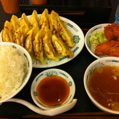 Photo taken at 日高屋 新宿3丁目店 by Fukio H. on 4/14/2012