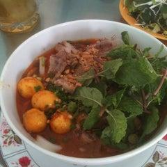 Photo taken at Quan Tam Tam by Kanye M. on 7/14/2012