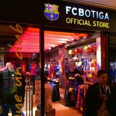 Photo taken at FCBotiga Maremagnum by Jose Manuel G. on 4/14/2012