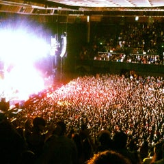 Photo taken at Bill Graham Civic Auditorium by Cha Z. on 8/16/2012