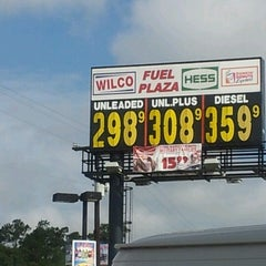 Photo taken at Speedway by YUNG T. on 7/11/2012