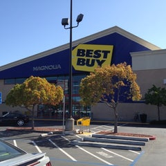 Photo taken at Best Buy by Guillermo S. on 3/5/2012
