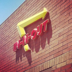 Photo taken at In-N-Out Burger by Jaime G. on 5/18/2012