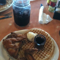 Photo taken at Lo-Lo's Chicken & Waffles by Ed Z. on 7/15/2012