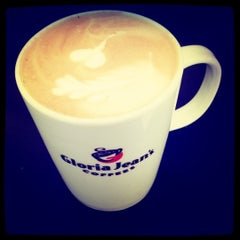 Photo taken at Gloria Jeans Coffees by Shafiq Z. on 3/11/2012